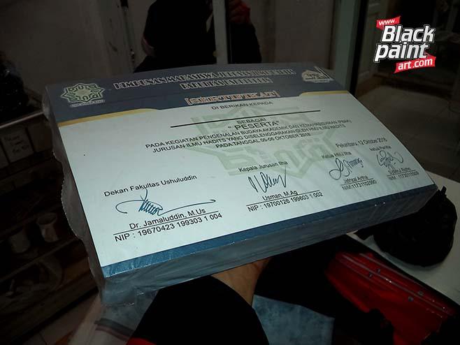 Bagi anda yang ingin cetak sertifikat di Pekanbaru, anda bisa coba ke Blackpaint Art aja.