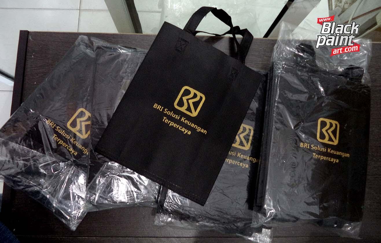 Blackpaint Art merupakan salah satu tempat sablon goody bag di Pekanbaru.