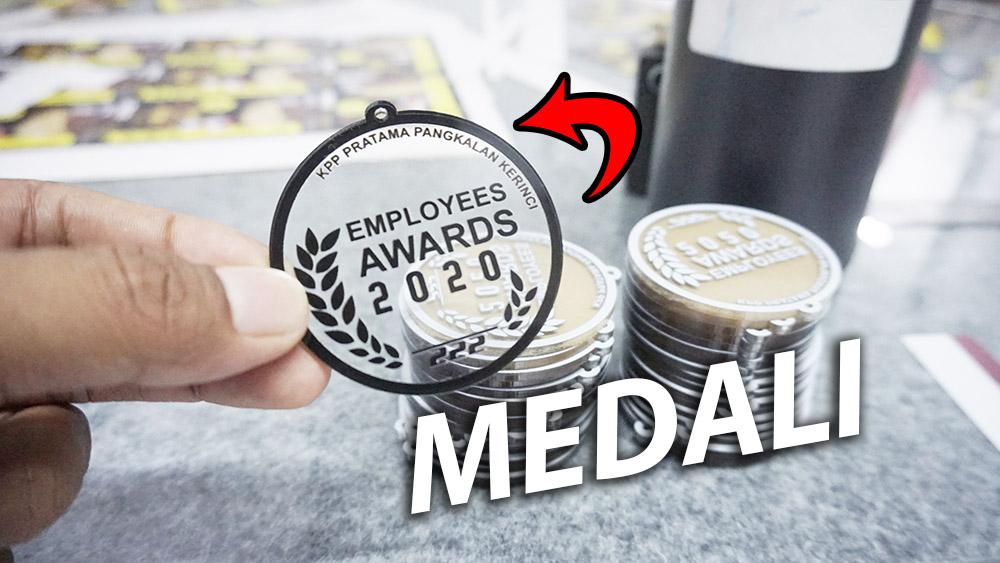 tempat cetak medali akrilik di Pekanbaru, salah satunya adalah Blackpaint Print Shop. Blackpaint Print Shop ini merupakan salah satu tempat cetak medali akrilik murah di Pekanbaru.